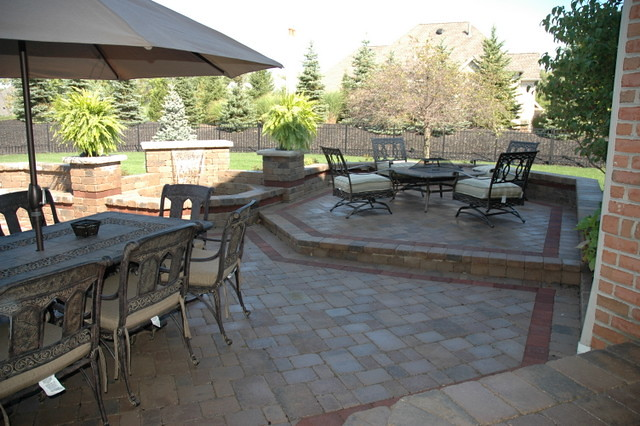 Natural stone patio pavers