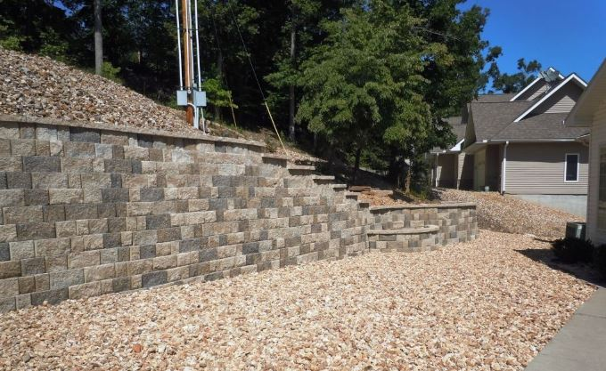 Natural color stone retaining wall